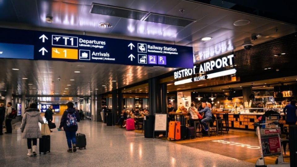 pessoas-dentro-de-um-aeroporto-900x506-Copia.jpg